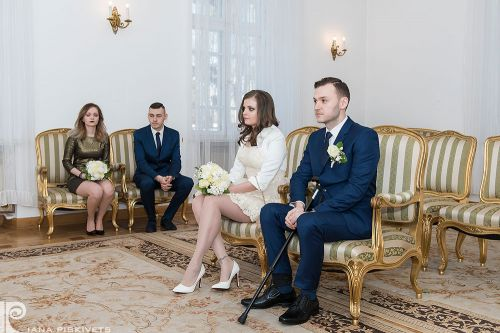 Beauty Bride, photos civil marriage. True love. Marriage registration USC Pruszkow, romantic photo session. Professional wedding photographer in Warsaw, wedding photos.