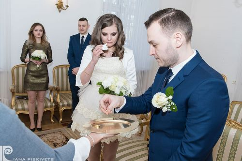 True love. Marriage registration USC Pruszkow, romantic photo session. Professional wedding photographer in Warsaw, wedding photos.