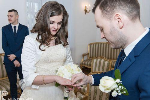 Фотографії з загсу, реєстрація шлюбу, обручки, сльози радості, весілля, перстень, весільний репортаж з розпису, професійний фотограф за кордоном, весільні фотографії, весільна фотокнига, любов, фотозйомка торжества, сімейне щастя, фотосесія вашого шлюбу.