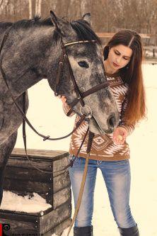 Sesje fotograficzne z końmi Warszawa sesja portretowa w stadninie koni pomysły na sesje zdjęciową z koniem sesja na koniach zdjęcia plenerowe na koniu ślubny plener na koniu fotografia koni zdjęcia koni sesja zdjęciowa kobieca Warszawa