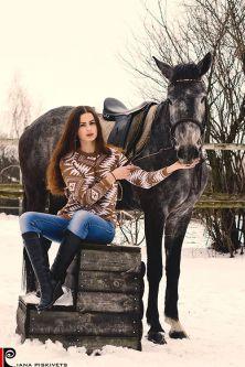 Ciekawe pomysły na sesje z koniem? Sesja ślubna w stadninie koni Pomysły na sesje zdjęciową z koniem sesja na koniach zdjęcia plenerowe na koniu ślubny plener na koniu fotografia koni zdjęcia koni sesja zdjęciowa kobieca Warszawa