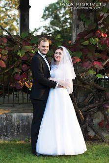 Весілля в Варшаві. Фотосесія закоханих в Палаці Вілянув та Лазенках Крулевських. Весільна фотосесія в центрі міста, біля річки, на пляжі, взимку, навесні, влітку, восени. Профессіональний весільний фотограф Варшава. Виготовлення і друк весільної фотокниги