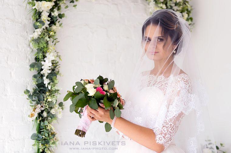 Весільна фотосесія в фотостудії