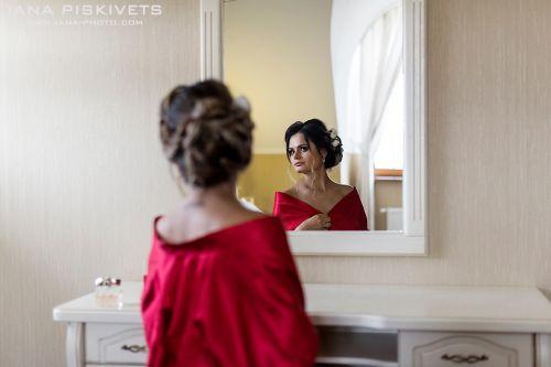 Ранок нареченої. Студійна зйомка, номер в готелі, весільна сукня, наречена в пеньюарі - чудовий ранок нареченої, приголомшливі кадри, красиві весільні фотографії, весільна фотокнига. Підготовка нареченого і нареченої до весілля. Весільний фотограф Варшава
