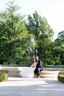 Самые красивые места для свадебной фотосессии в Варшаве. Парк Вилянув и Лазенки Королевские, Старый Город, Центрум и берег Вислы в Варшаве. Профессиональный свадебный фотограф в Польше. Красивые свадебные фотографии, свадебная фотокнига, свадебный альбом.