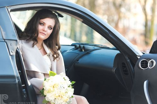 Wedding photo shoot at the Royal Castle in Warsaw, in the Wilanów Park, Łazienki Park, Warsaw Old Town. Beautiful pictures of your wedding in Europe. Wedding photo shoot in the city in winter, spring, summer, autumn Wedding photographer in Warsaw, Poland