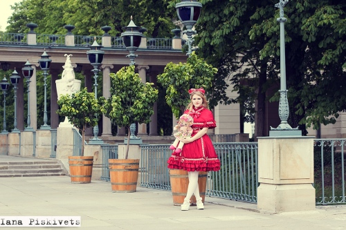 professional photo session in Warsaw - Lolita red dress