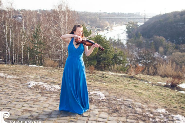 Olga-photo session with violin