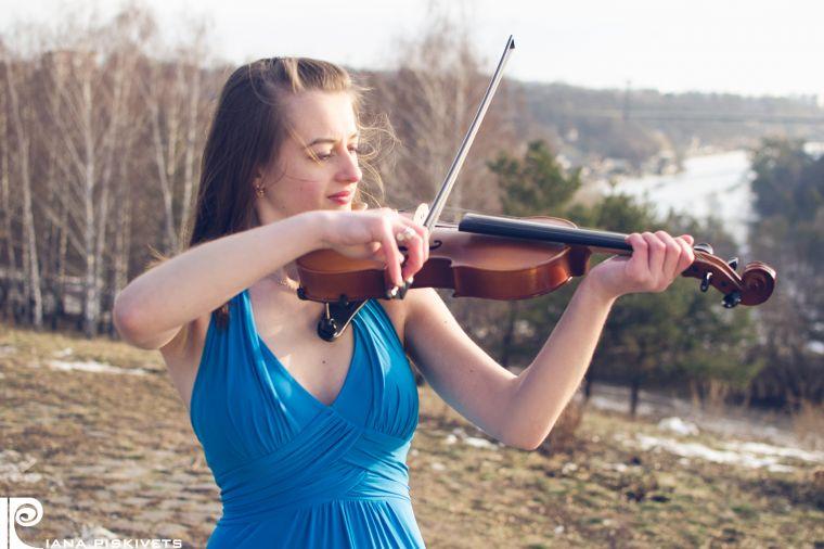 Olga-photo session with violin