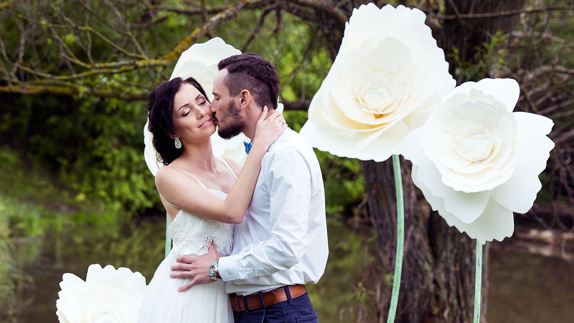 Свадебный фотограф, свадебные фотографии. Портретный фотограф в Варшаве. Портрет красивой девушки в парке. Фотосъемка крестин, фото со свадьбы, венчания, регистрации брака, свадебная фотосессия, фотограф на крещение, изготовление свадебных фотокниг.