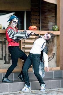 W tym roku po raz pierwszy, proponuję sesje w tematyce Halloween. W sobotę zaprosiłam kilku moich znajomych modeli i modelki, żeby wypróbować moje pomysły. Fotograf Warszawa, Polska. Dzieciece przebrania na Halloween – mini sesje!!! Jesienna sesja z dynia
