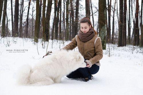 sesja zdjęciowa z psem -  kobieta z pieskiem