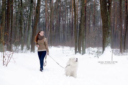 Sesja fotograficzna z psem -  kobieta z pieskiem.